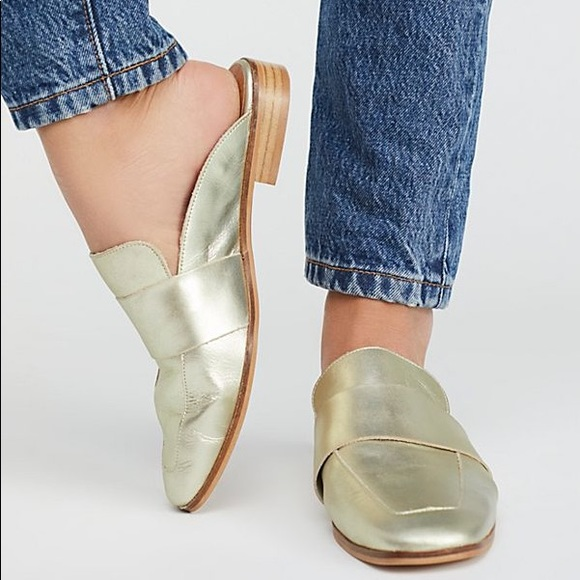 5672e7edd64 🆕NIB Free People Gold At Ease Loafer  Mule size 8